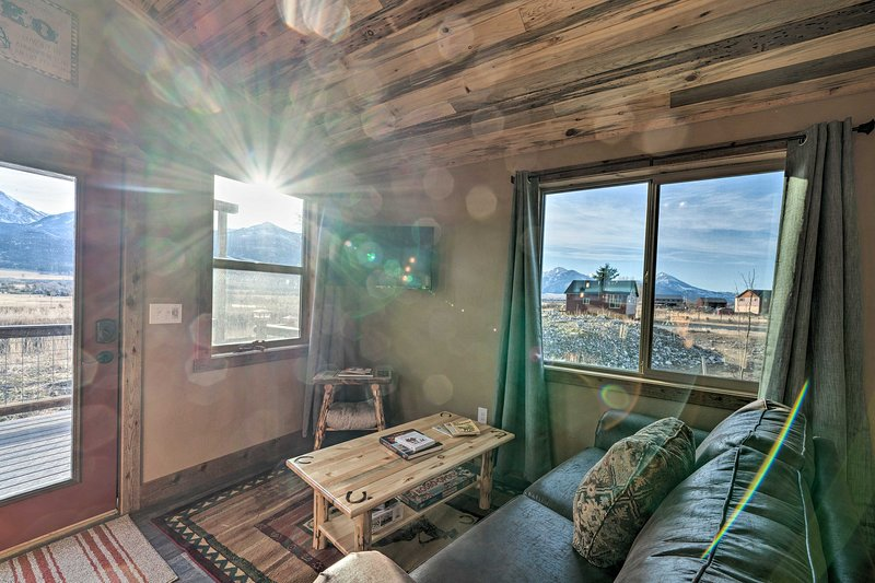 Couples Retreat 1-Hour Drive from Yellowstone NP!, holiday rental in Pray