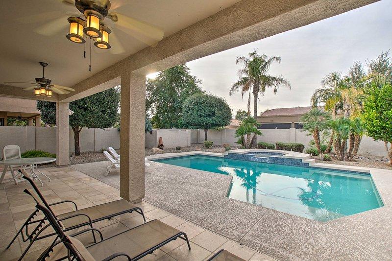 Vous adorerez profiter de journées tranquilles dans cet espace piscine.