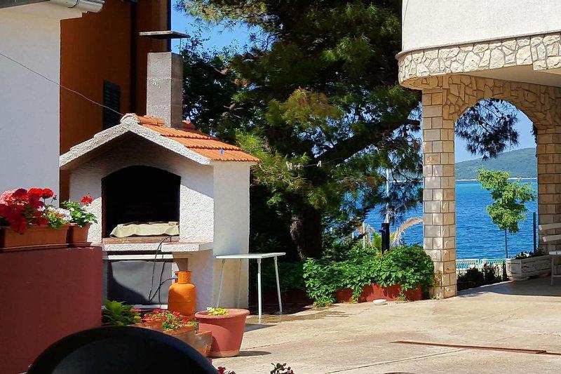 Brodarica Apartment Sleeps 4 with Air Con - 5463427, holiday rental in Krapanj