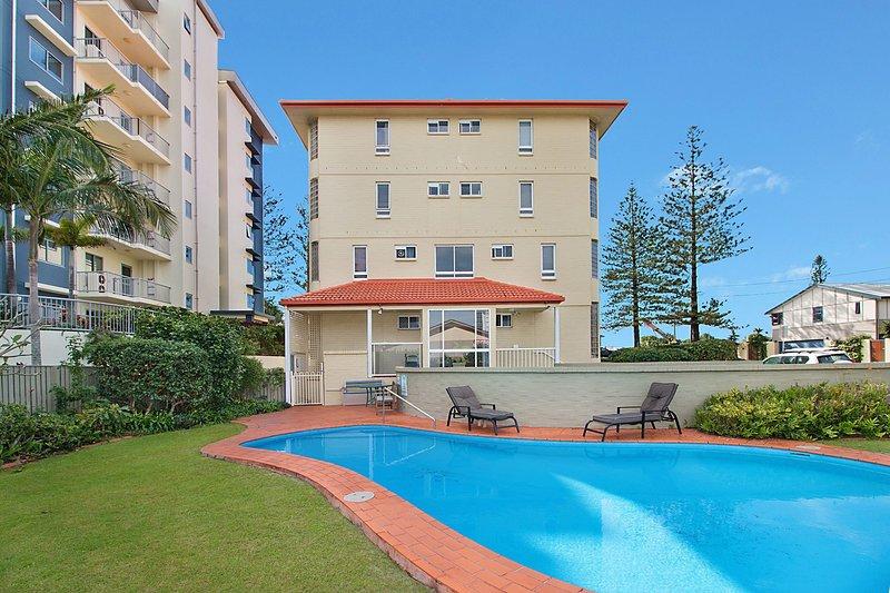 Beach Pines 5 - North Kirra Beachfront, vacation rental in Bilinga