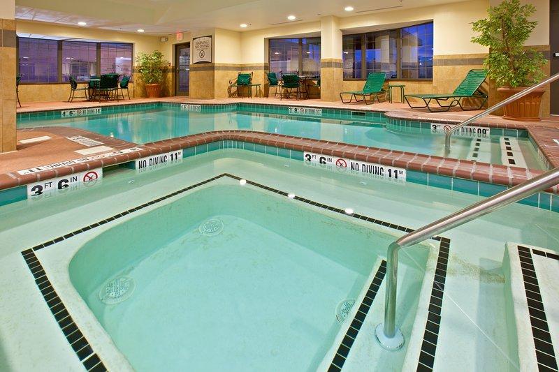 ¡Disfrute de las excelentes comodidades en el lugar, incluida la piscina cubierta!