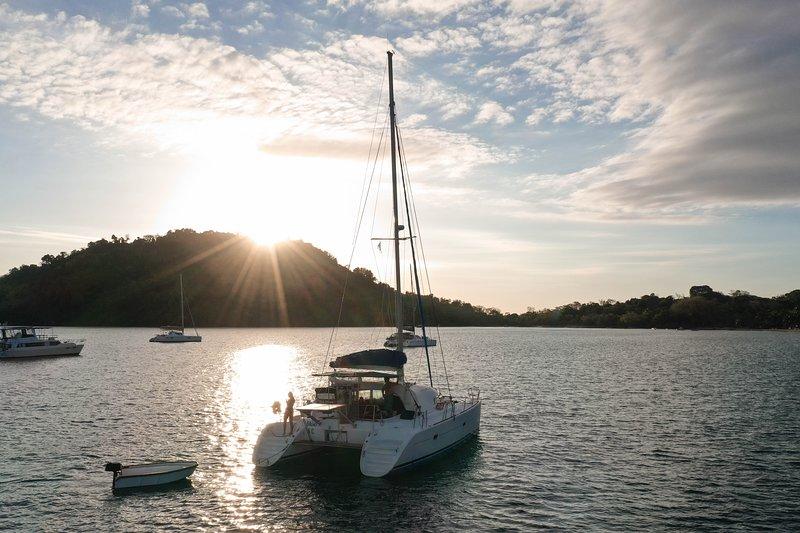 BALAO, catamaran de croisière, LAGOON 380, location de vacances à Dzamandzar