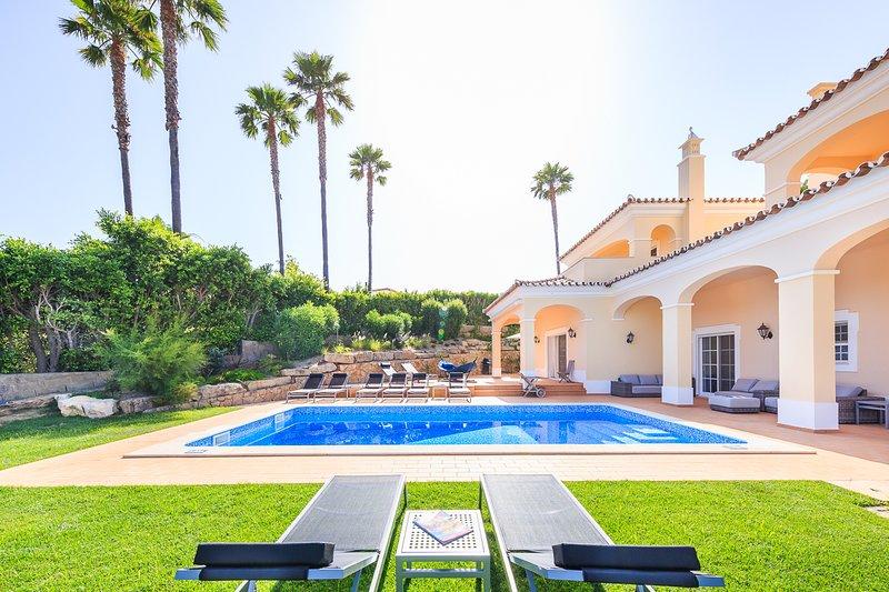 Vale do Garrao Villa Sleeps 10 with Pool and Air Con - 5822228, location de vacances à Vale do Garrao