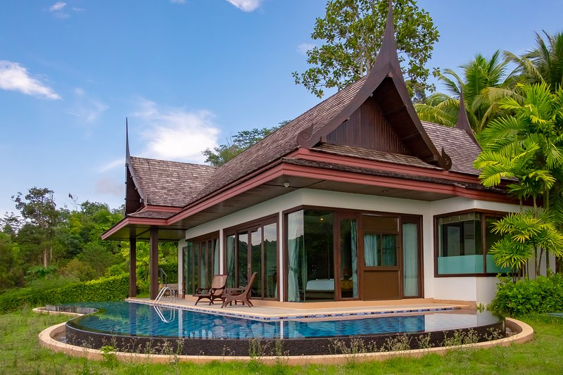 Ocean view Villa with Infinity Pool & King-bed, casa vacanza a Koh Kaew
