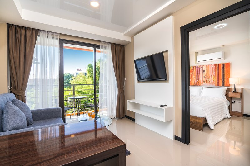 Spacious Beachfront Apartment with Private pool, holiday rental in Mai Khao