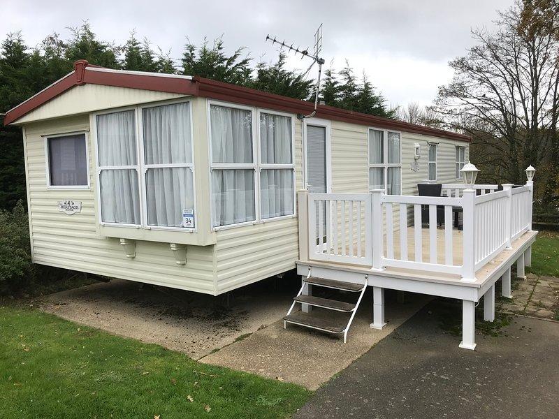 2 Bedroom Caravan LG34, Shanklin, Isle of Wight, Private Parking, location de vacances à Apse Heath