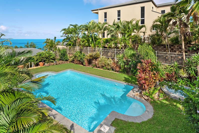 New La Bella Waters 1 Hamilton Island Wide Reaching Ocean Views Includes Buggy, vacation rental in Hamilton Island