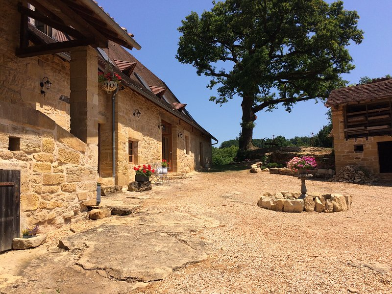 Oak Barn: Luxury Self Catering Gite with pool, perfect for couples & families, vacation rental in Corgnac-sur-l'Isle