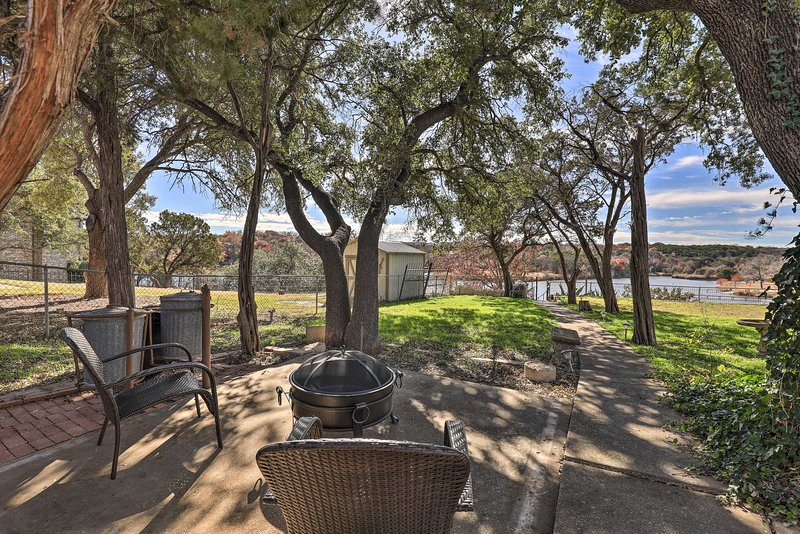 NEW! Lake Granbury Getaway < 2 Mi to Historic Dwtn, vacation rental in Glen Rose