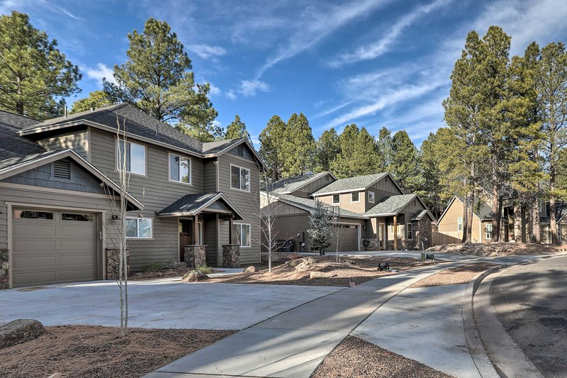 The vacation rental is only 3 miles from downtown Flagstaff.
