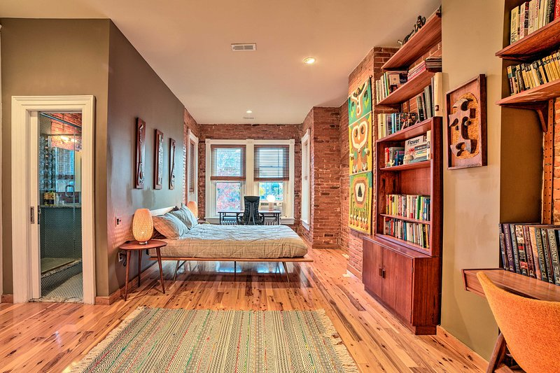 O espaçoso quarto principal é um belo refúgio!
