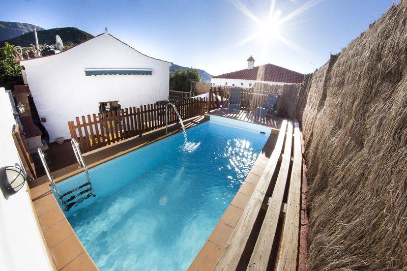 Casa rural con piscina en Hoya de Tunte 1, aluguéis de temporada em San Bartolome de Tirajana