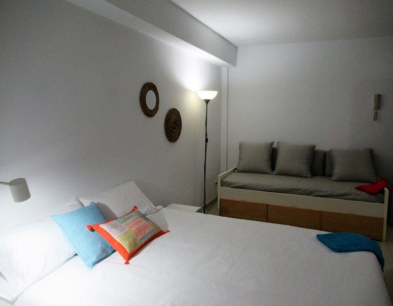 Estudio interior a  25 metros de la playa - WIFI, vacation rental in Utiaca