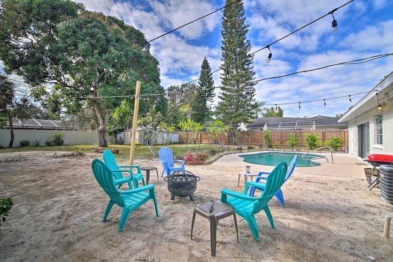 Your next coastal getaway to Bradenton, Florida awaits at this tropical retreat!