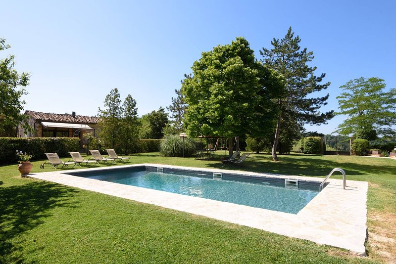 Spacious house with shared pool, alquiler vacacional en Castelmuzio