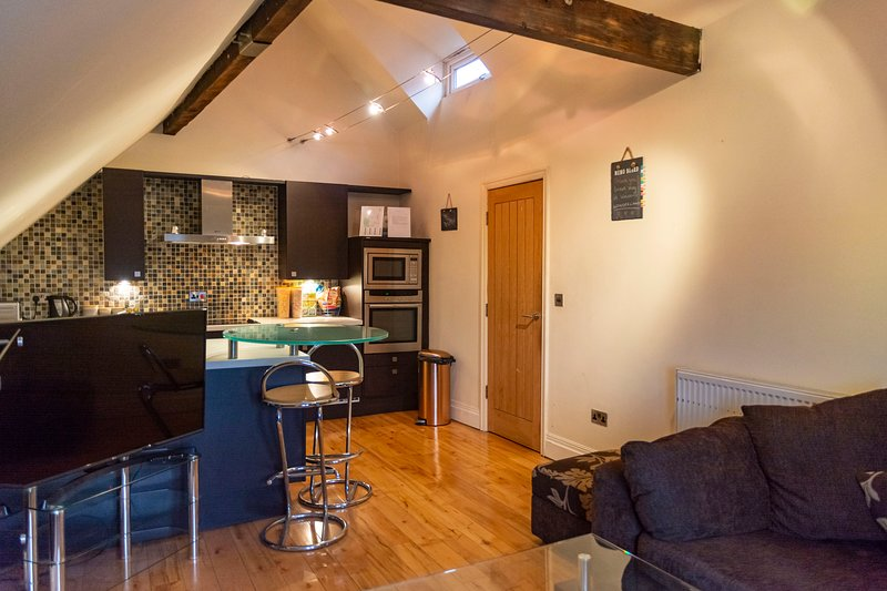 Luxury Apt No. 2 - One Bed Apartment (Sleeps 4), holiday rental in Wigan