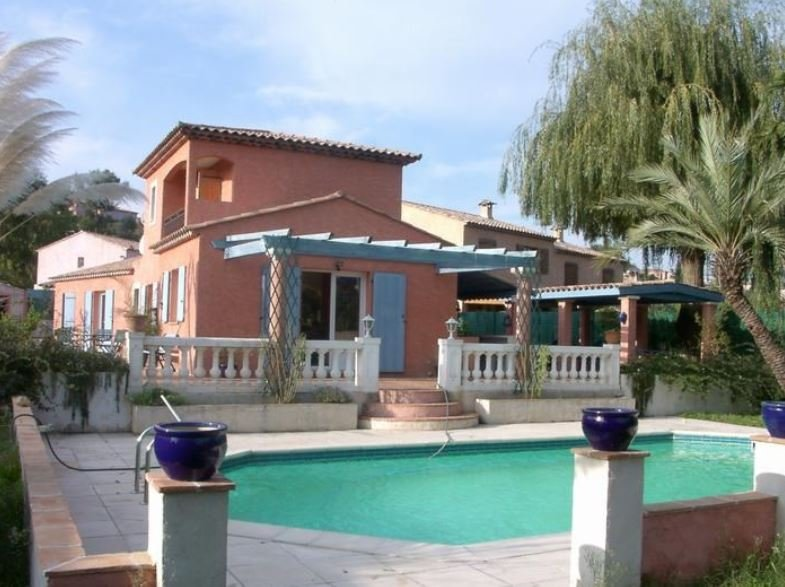 Spacious villa with swimming-pool, location de vacances à Biot