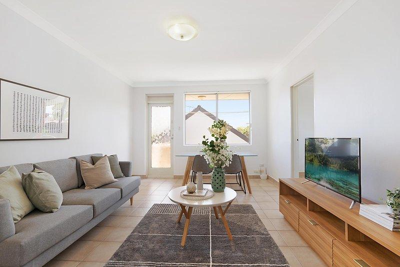 Spacious apartment in trendy Sydney neighbourhood, location de vacances à Arncliffe