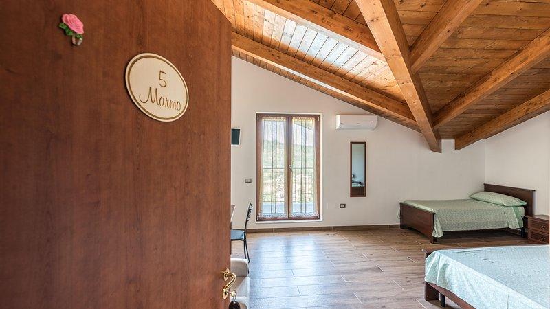 Bb La Mortella Piscina, location de vacances à Buccino
