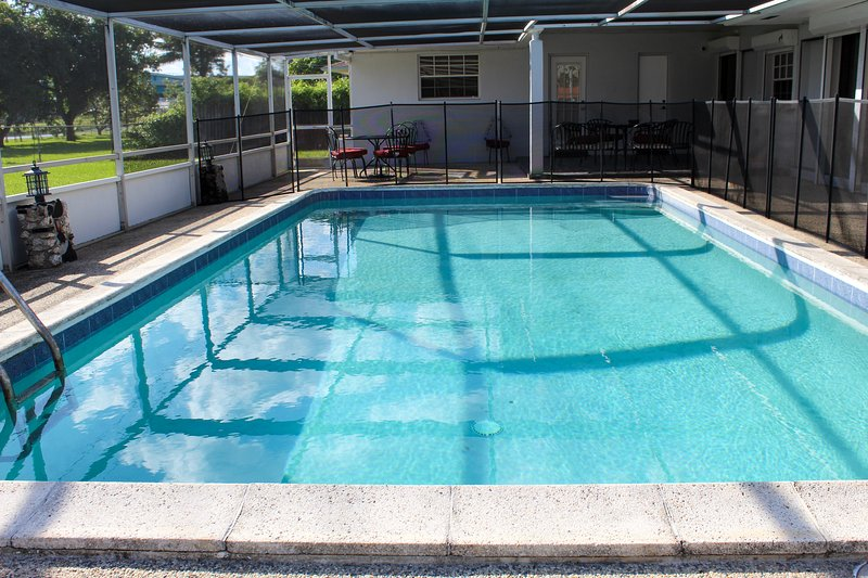 The 70's experience pool home in gated community, holiday rental in Miami Lakes