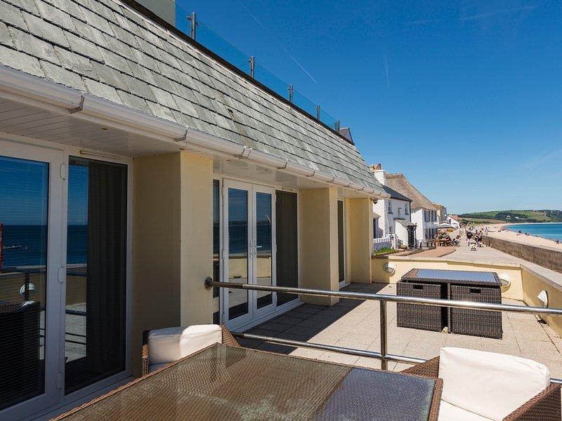 2 AT THE BEACH, ground floor apartment, beachside location, sea views, vacation rental in Slapton