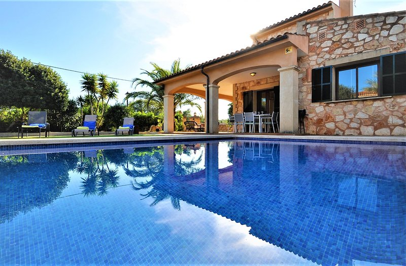 CASA BRISA is a beautiful villa lined with Mallorcan stone and ideal for family, vacation rental in Cala Santanyi