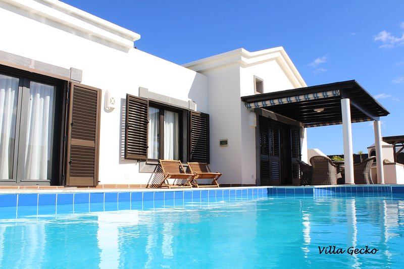 Villa PRIVACY - Jacuzzi, private heated pool (salt,30°),Wifi Sat, TV Sat, Bbq, alquiler de vacaciones en Playa Blanca