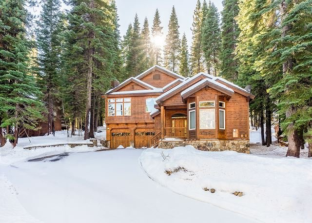 Wooded Luxury at Modern Tahoe Donner Retreat w/ Private Deck in the Pines, vacation rental in Truckee