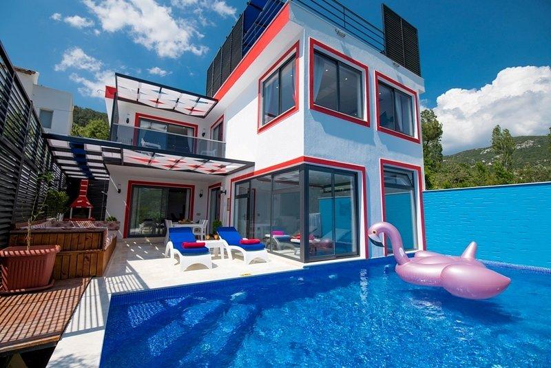 Villa Honeymoon Suites is 1 Bedroom, Sauna, Bathroom and Jacuzzi and Heated Pool, casa vacanza a Islamlar