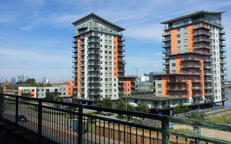 2 bedroom riverside apartment with free wifi., Ferienwohnung in London