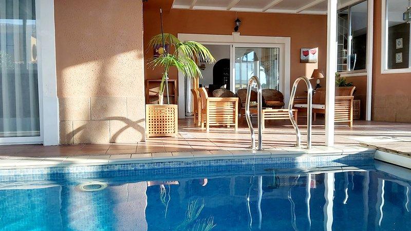 VILLA TENERIFE SOUTH  INDOOR HEATED POOL - WIFI- BBQ - POKER TABLE, holiday rental in Las Rosas