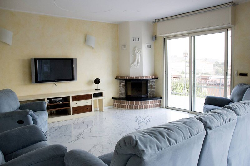 Amazing house with sea view, vacation rental in Sanremo