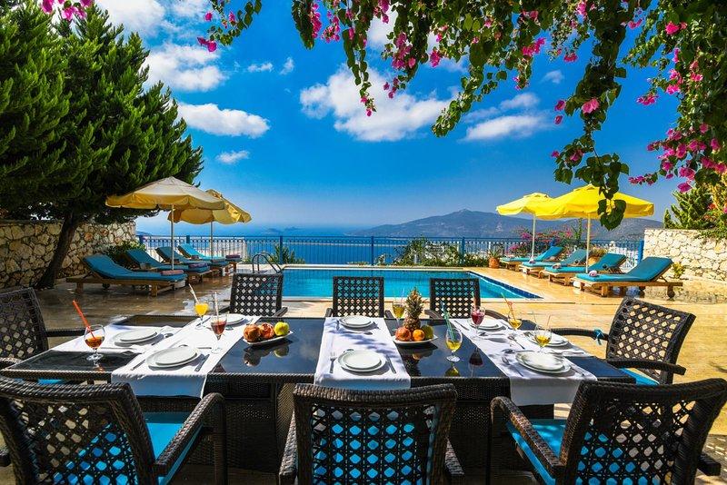 VILLA HELİOS 5+1, holiday rental in Bezirgan