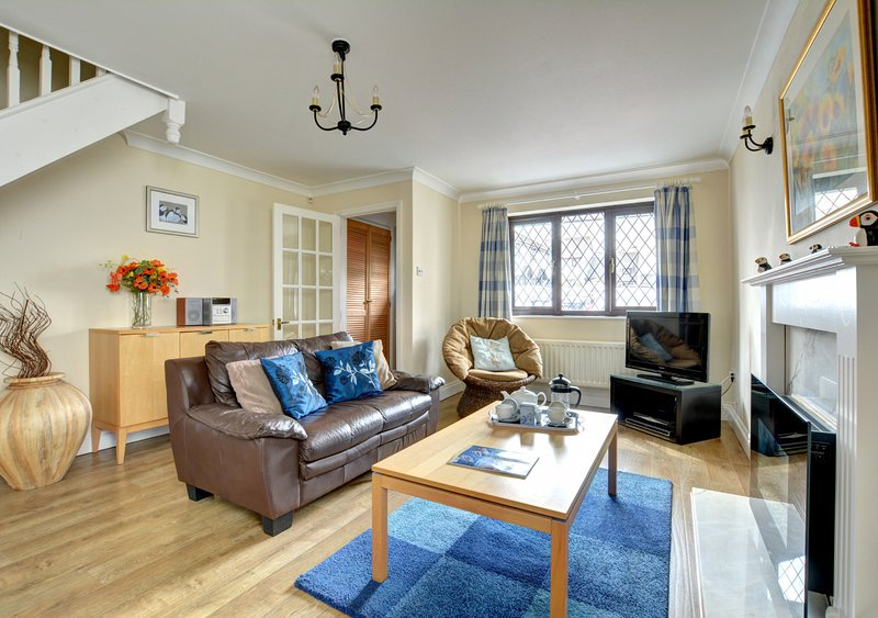 Puffins, Padstow, holiday rental in Treator