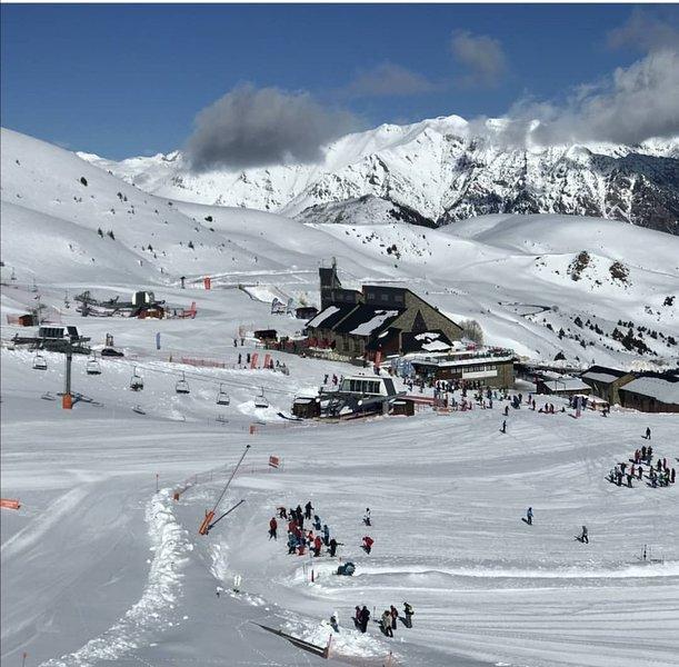 Magnifico duplex con vistas a la montaña, location de vacances à La Torre de Cabdella