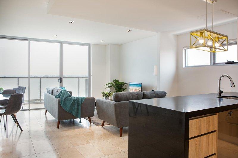 Modern 2 bedroom Apartment in the Heart of Burwood, location de vacances à Strathfield