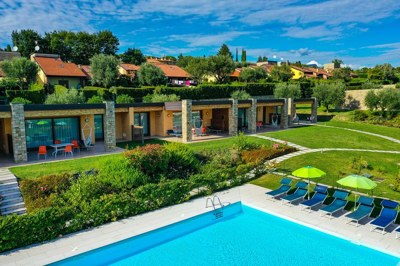 RosaDeiVenti: 2 bdr.Superior, 2Pools,View, WIFI, holiday rental in Moniga del Garda