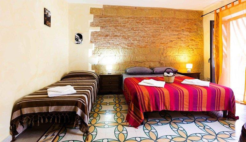Beautiful studio with balcony, vacation rental in Isnello