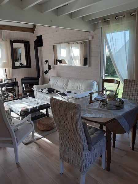 Nice house with garden & terrace, holiday rental in Ranville