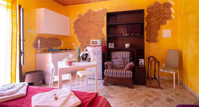 Nice studio with balcony & Wifi, vacation rental in Isnello