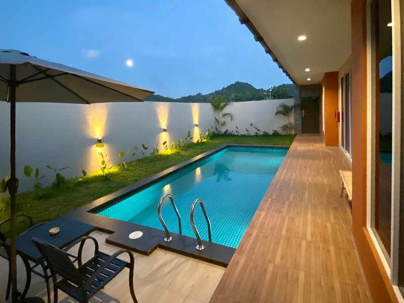 The Paddy Field Pool Villas - Villa Malinja, holiday rental in Pantai Cenang