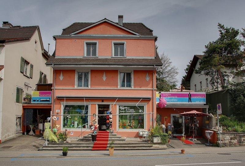6-8 Zimmer Hausteil 13-15 Betten im Herzen Dornachs 2min. Bhf 10min. Basel SBB, casa vacanza a Delémont