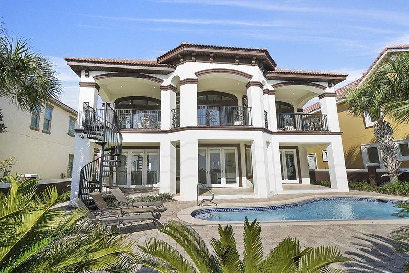 Building,House,Mansion,Hot Tub,Jacuzzi