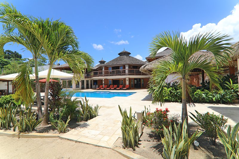 Beautiful Beachfront Villa With Private Pool and Bar (Fully Staffed), holiday rental in Westmoreland Parish