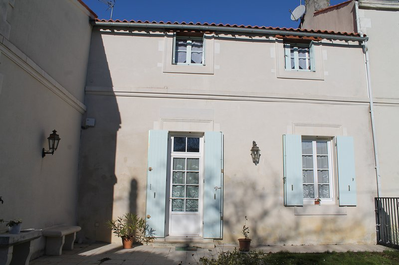 Gîte du Château, holiday rental in Saint Sigismond de Clermont
