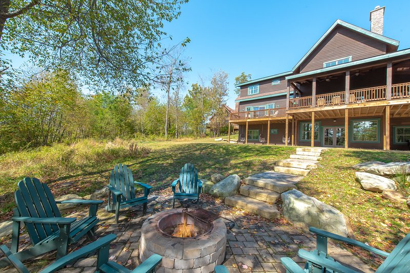 The Tree Camp, vacation rental in McHenry