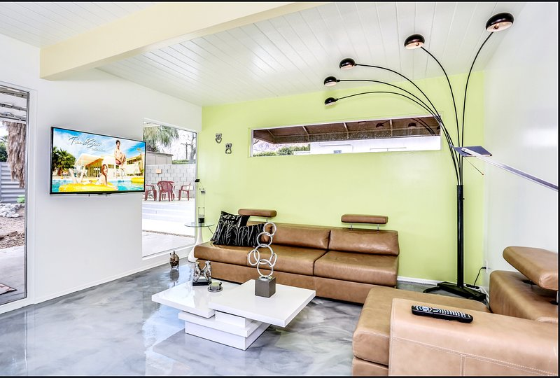 **Party Like its 1959 , Mid Mod Pool Home as 'Seen on TV' House Hunters Show**, holiday rental in Palm Springs