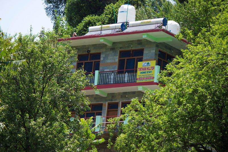 Tirthan Hill Top Homestay, casa vacanza a Jibhi