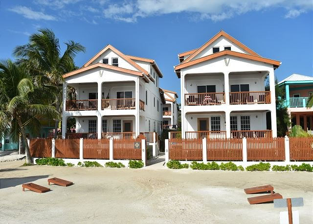 Ocean Front Velento #2 with private beach, dock, pool, free paddleboards, alquiler de vacaciones en Caye Caulker