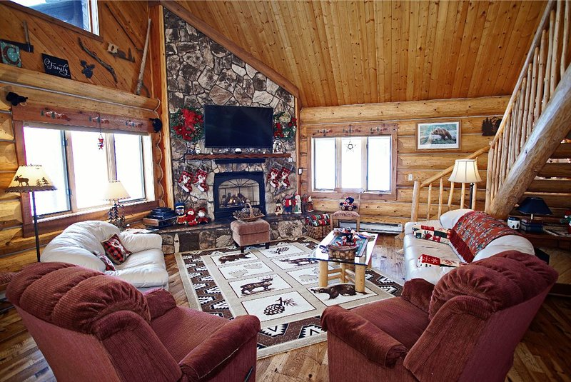 **Brand New Hickory Floors** Vaulted Ceilings and Recliners